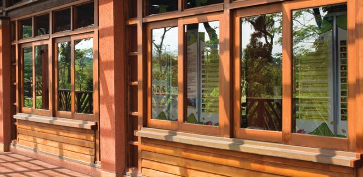 A sla tu casa del fr o o calor cambiando las ventanas for Ventanas de aluminio con marco de madera